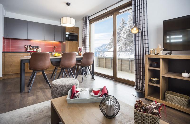 salon-cuisine-10-mmv-lessaisies-les-chalets-des-cimes-manureyboz-h18-800x600-5822361